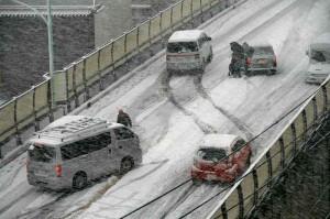 積雪 危険運転